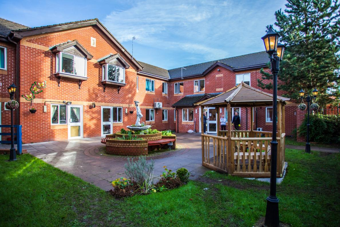 the-coach-house-care-home_home_20_fw_xlarge